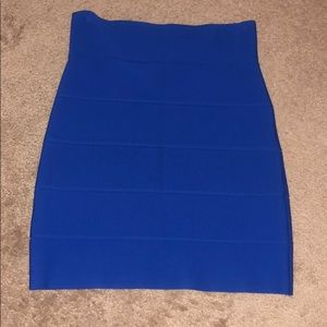 BCBG Sz M bright blue stretchy skirt